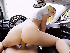 Bailey Brooke poked deep in her poon in the car