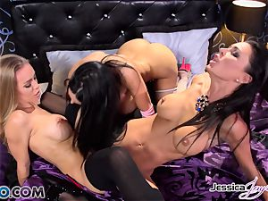 Amy Anderssen in a muff climax three with minge munchers Jessica Jaymes and Nicole Aniston