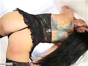 spectacular masseuse Romi Rain knows what you want