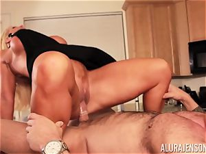 Alura Jenson gets screwed by huge muscle guy Zeb Atlas