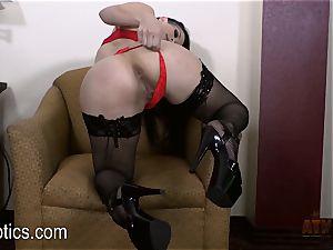 Katrina Jade luvs to grope her sugary-sweet vag