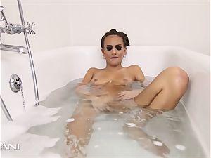 sweetheart draws her tub and the bathtub gets muddy