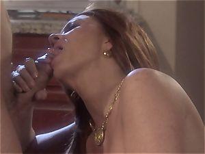 cougar stunner Raquel Devine dumps this successful man