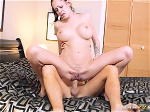 Bad wifey Kelly Summer cheats with a guy motel client