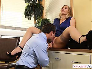 chesty assistant Nicole Aniston entices her boss at work