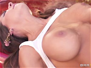 Luxury sex industry star Madison Ivy gets hard pounded by Keiran Lee outdoor