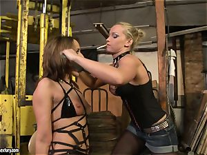 Andy dark-skinned and Kathia Nobili truss and glazing of throat