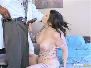 Monique Alexander and Ivy Lebelle railing the physician
