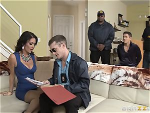 Criminals wife Jessica Jaymes boinked by a super-fucking-hot cop