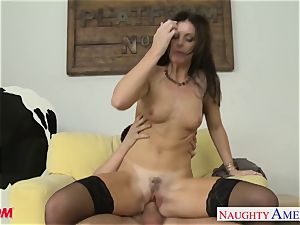 Stockinged mom India Summers gets pulverized and facialized