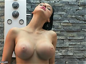 Aletta Ocean bust her milk cans with water from bathroom