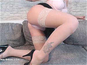 Nina zeigt dir ihren Arsch