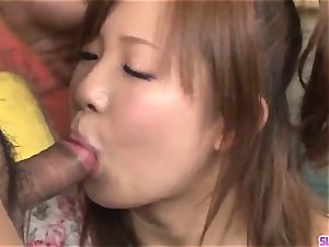 Konatsu Aozona throats pink cigar in powerful hard-core gigs