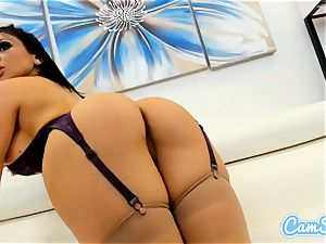 buxomy stunner on web cam