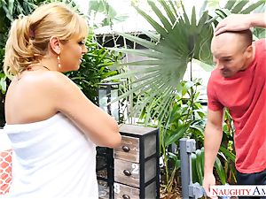 Sean Lawless finds molten mummy nude in the garden