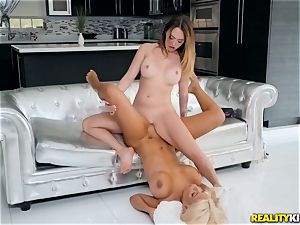 Bridgette B and Quinn Wilde gobbling vag