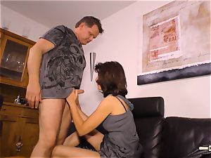 HAUSFRAU FICKEN - German grannie gets pounded firm